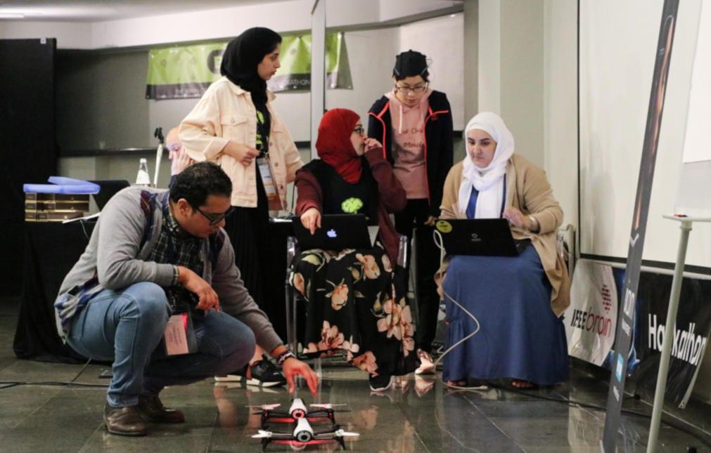 Abdelkader Nasreddine Belkacem teaching brain-computer interfaces with unicorn education kit
